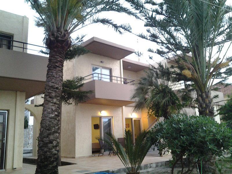 Lola Hotel & Apartments