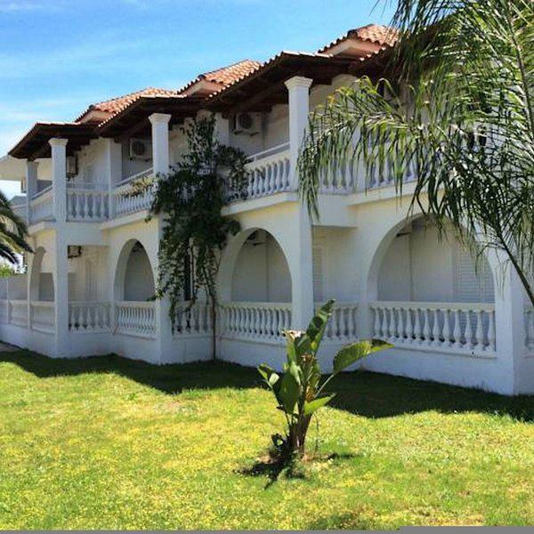 Mariana Hotel & Studios