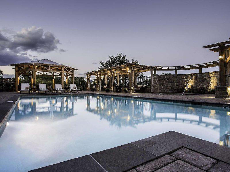 The Roanoke & Conference Center, Curio Collection by Hilton