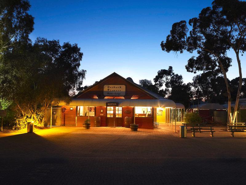 Ayers Rock Resort - Outback Pioneer Hotel & Lodge