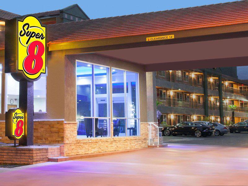 Super 8 Motel - Pasadena / La Area