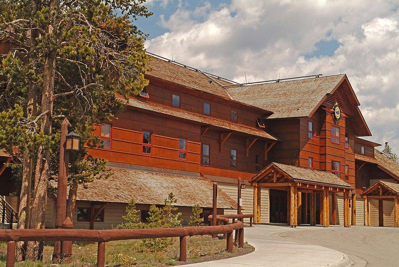 Old Faithful Snow Lodge & Cabins