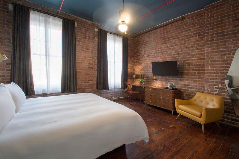 Old No. 77 Hotel & Chandlery