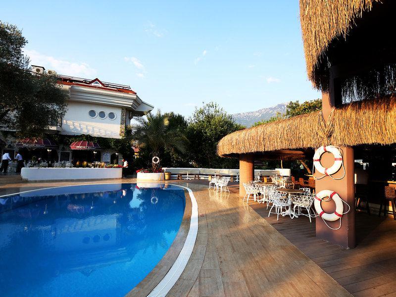 Pine Hills Hotel & Suites