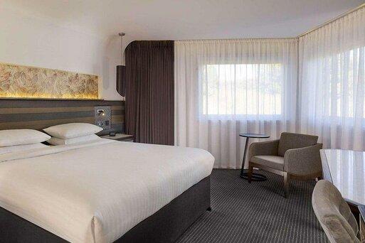 DoubleTree by Hilton Edinburgh - Queensferry Crossing